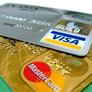 Zaplatím z kreditky či si vezmu půjčku